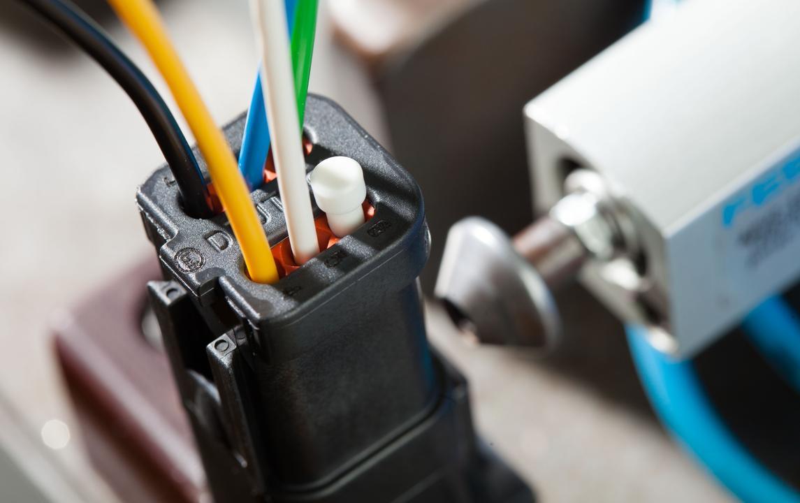 Verbinden von Leitungen und Komponenten